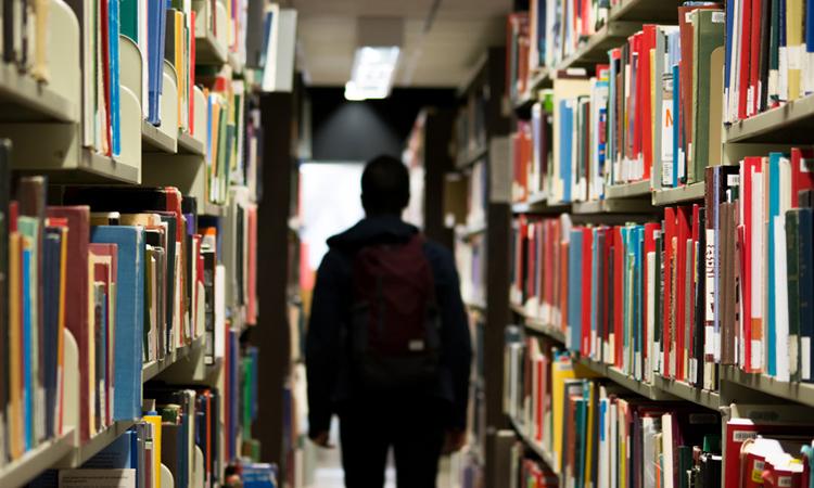 図書館を訪れる夢の夢占い