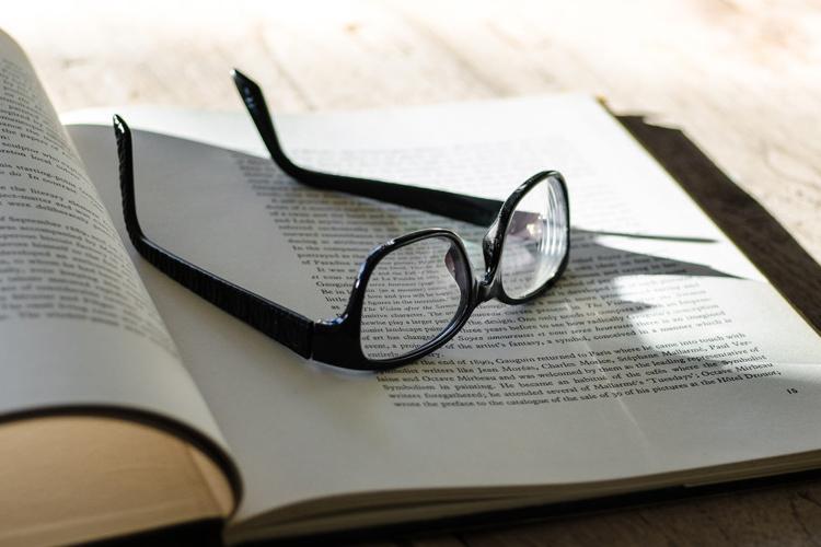 眼鏡(メガネ)の夢の夢占い